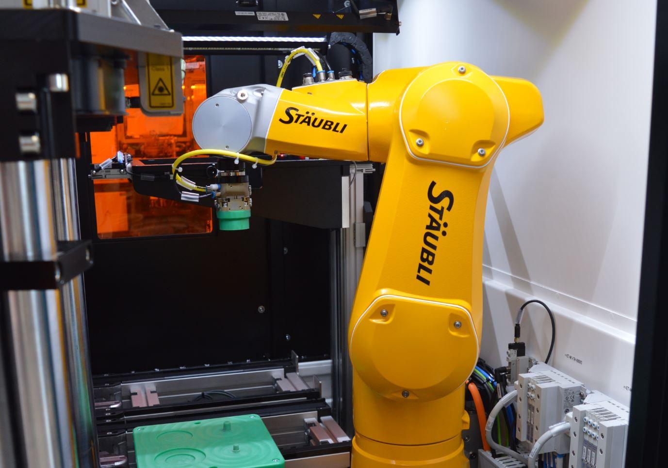 Machine robotisée de gravage de prothèses pour le secteur médical